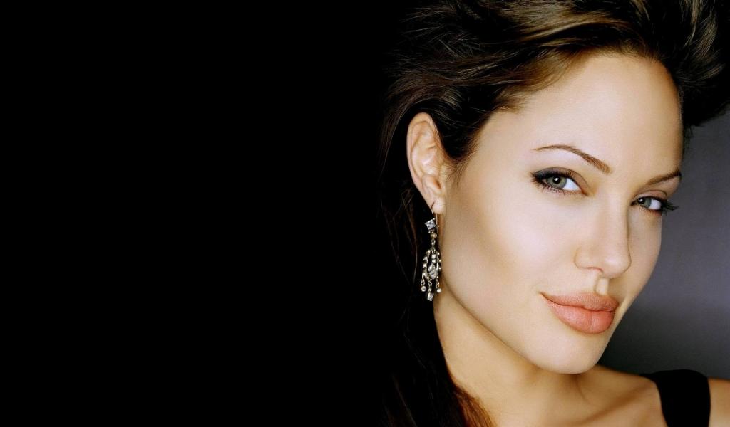 Rostro de Angelina Jolie - 1024x600