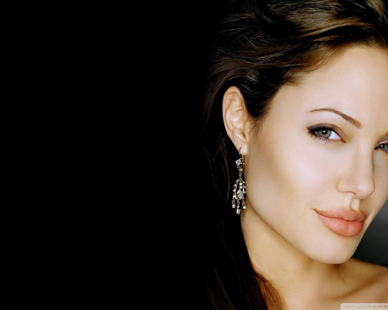 Rostro de Angelina Jolie - 1280x1024