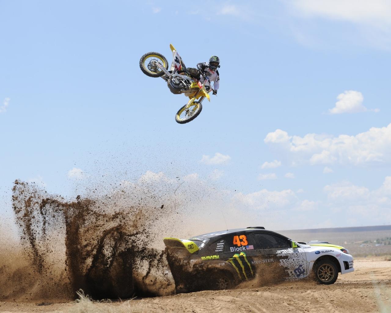 Salto de moto sobre auto - 1280x1024