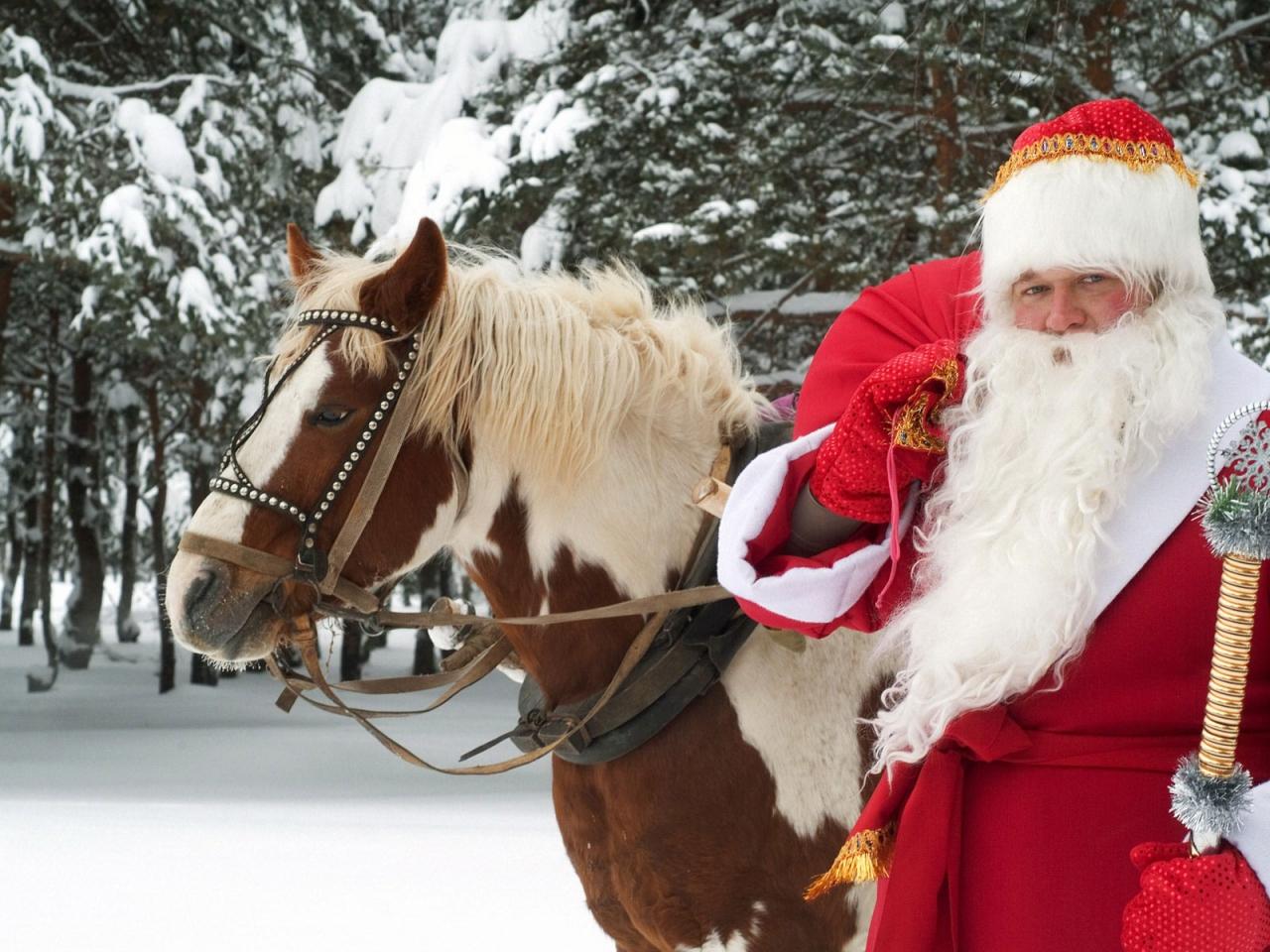 Santa Claus y un caballo - 1280x960
