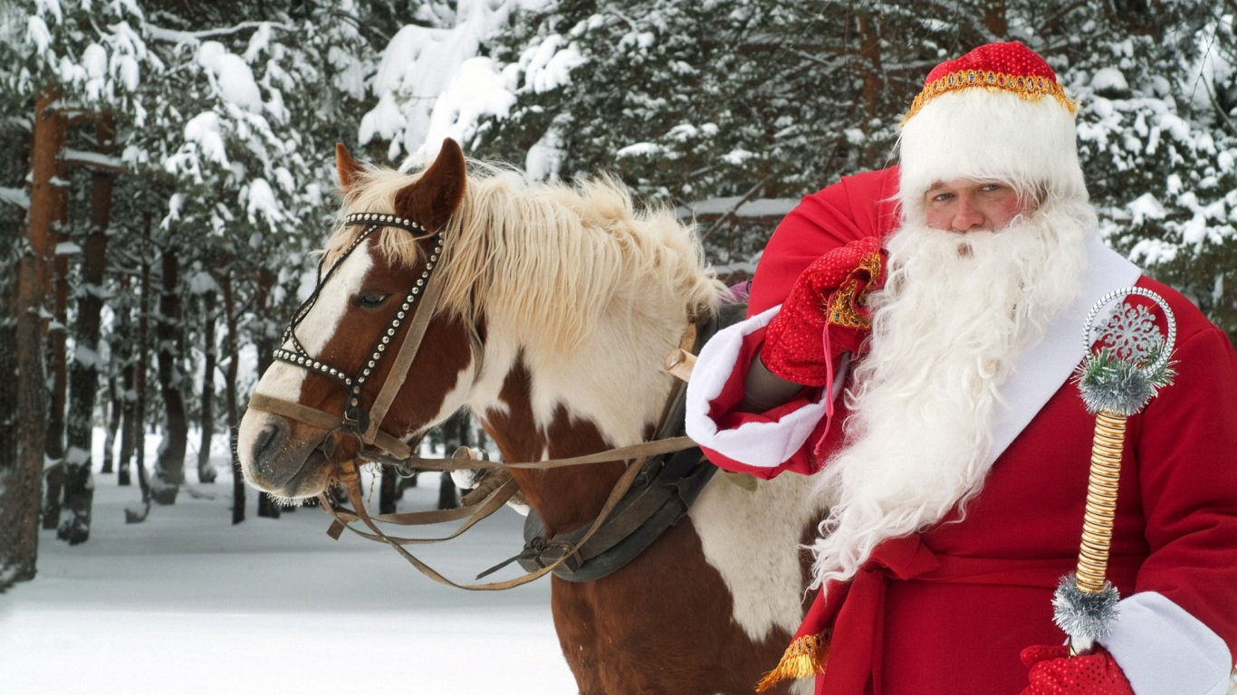 Santa Claus y un caballo - 1366x768