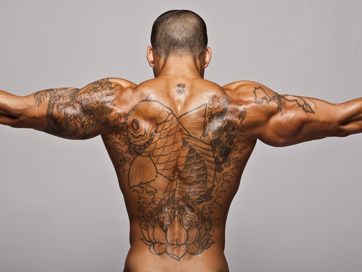 Tatuaje de pez en la espalda - 1152x864