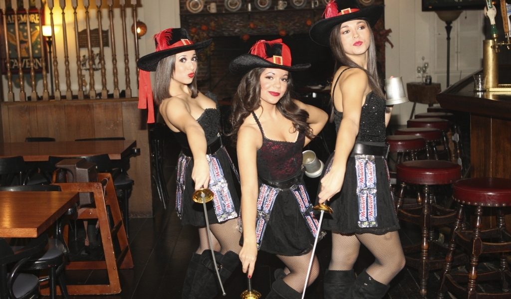 Tres Chicas mosqueteros - 1024x600