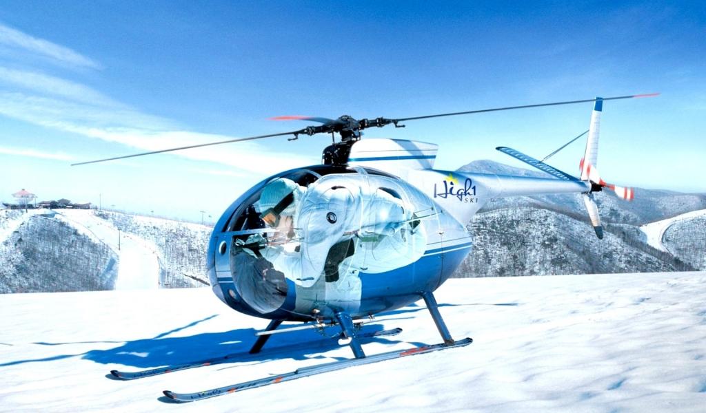 Un helicóptero en la nieve - 1024x600