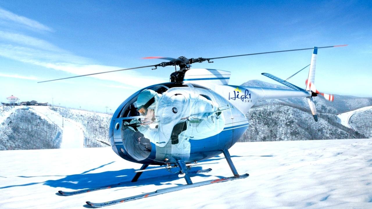 Un helicóptero en la nieve - 1280x720