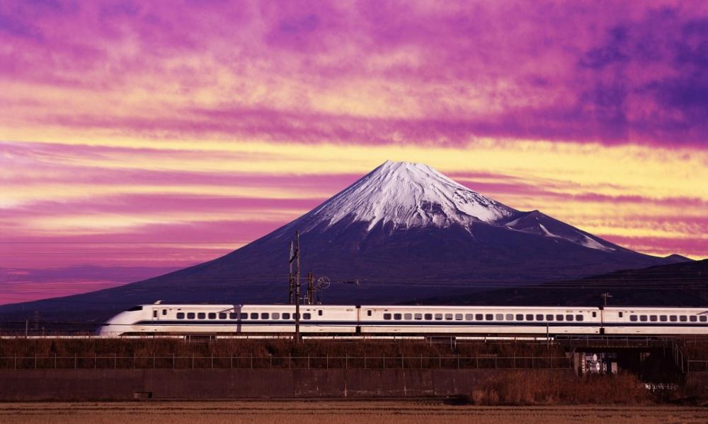 Un tren y una montaña - 1000x600