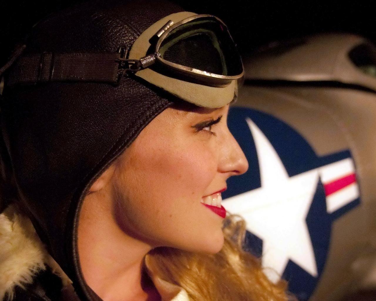 Una chica piloto de aviones - 1280x1024