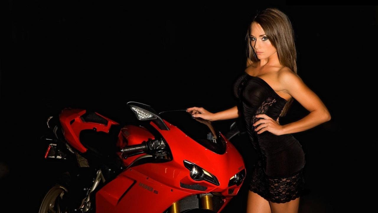 Una Ducati y una modelo - 1280x720