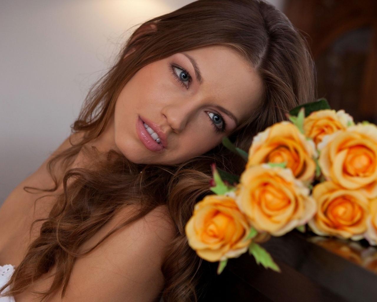Una hermosa novia con flores - 1280x1024