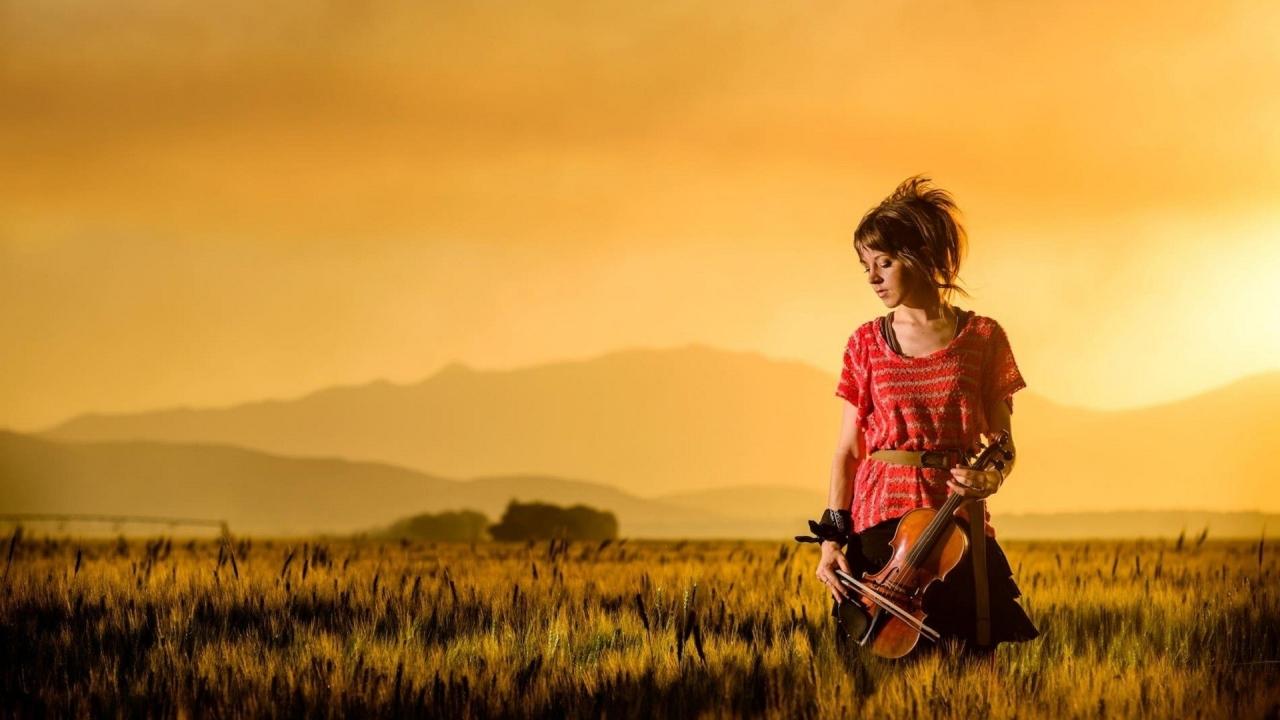 Una mujer violinista - 1280x720