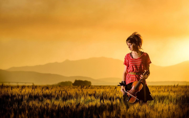 Una mujer violinista - 1440x900
