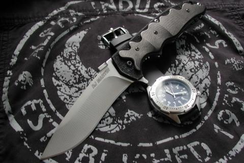 Una navaja y un reloj militar - 480x320