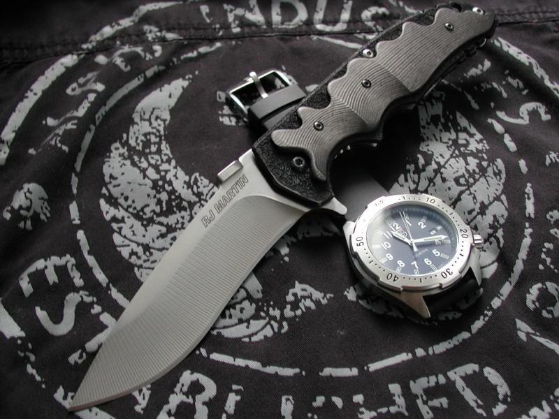Una navaja y un reloj militar - 800x600