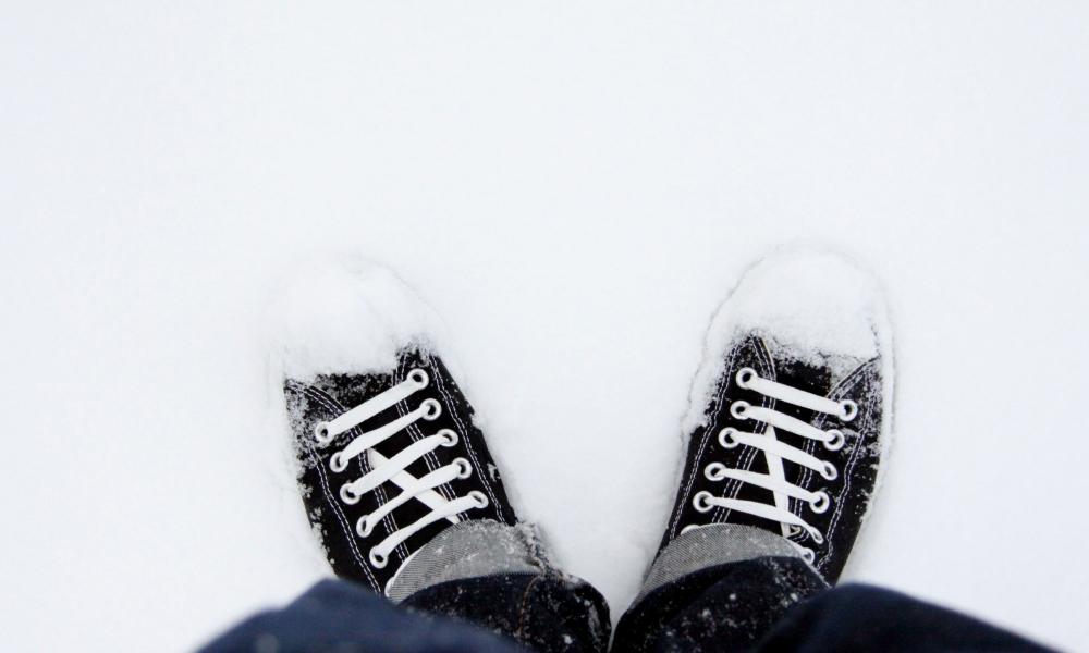 Zapatillas Converse en la nieve - 1000x600