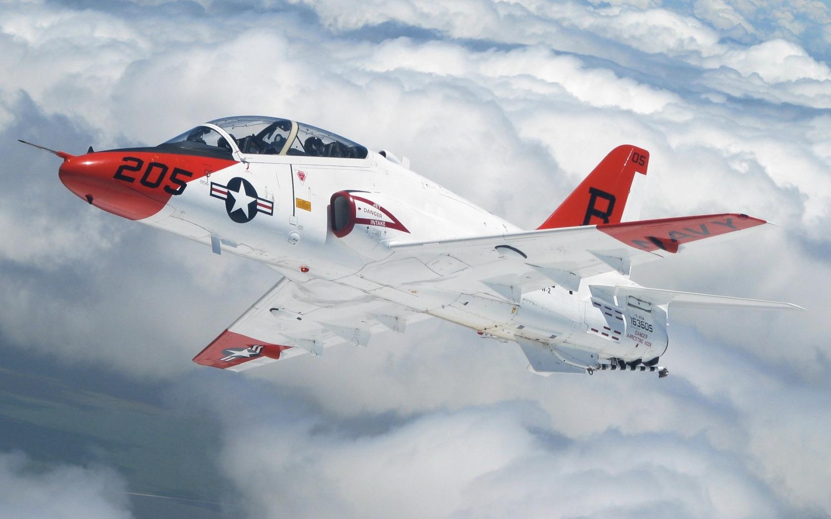 Avion de Guerra en los aires - 1680x1050