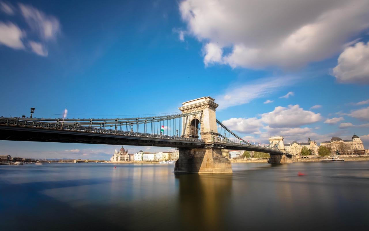 Bello puente en Italia - 1280x800