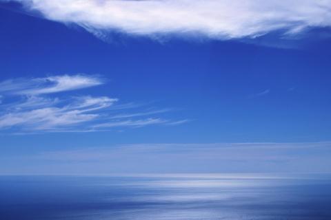 Cielo azul en el horizonte - 480x320