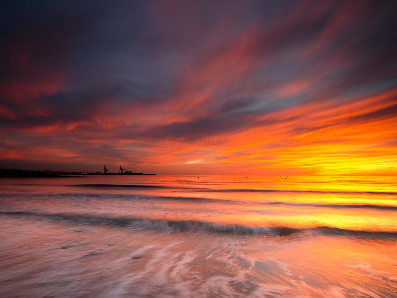 Cielo naranja en el mar - 1280x960