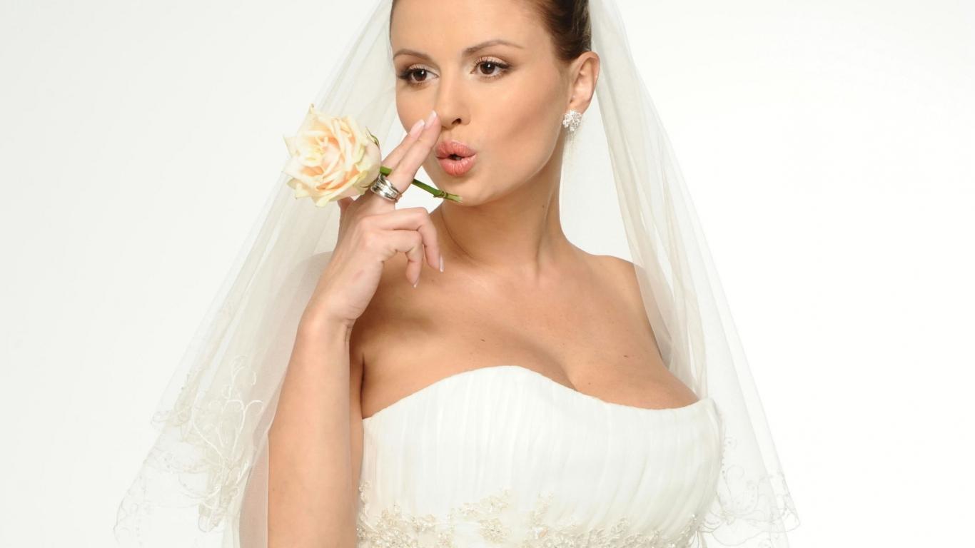 Diseño de vestido de novia - 1366x768