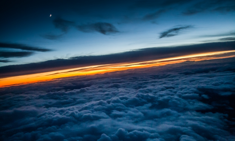 Encima de las nubes - 1000x600