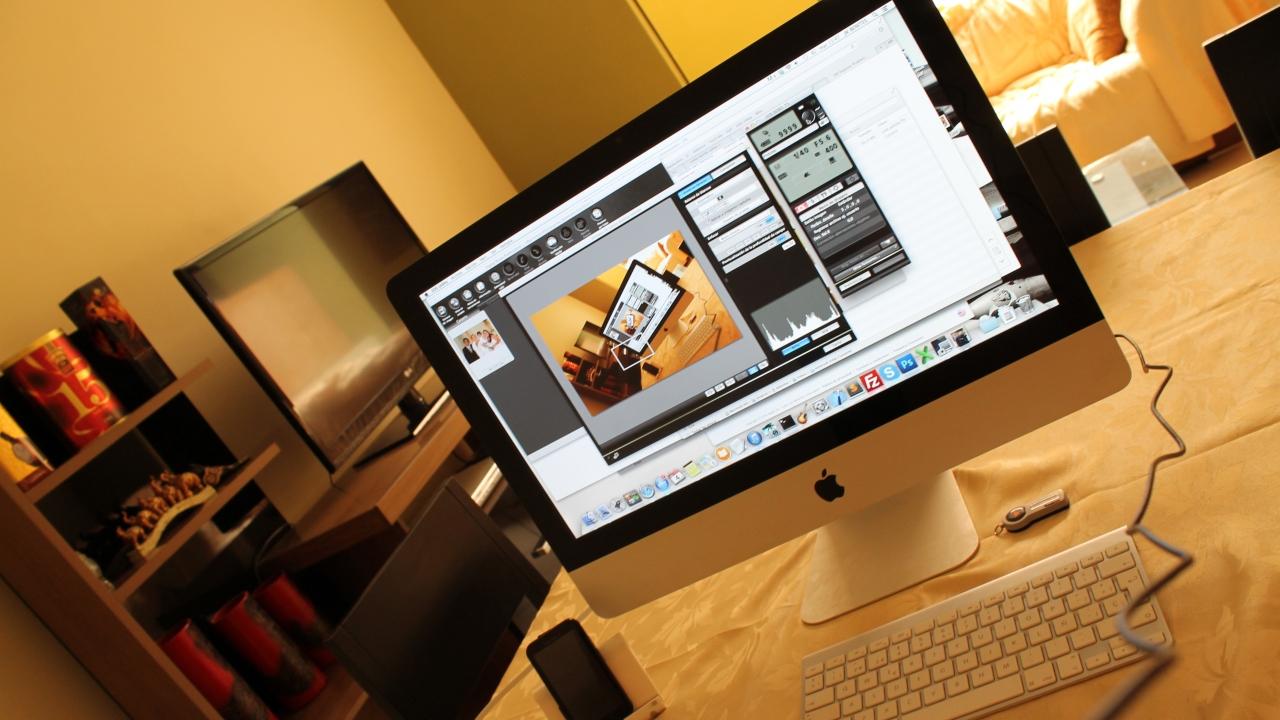 Escritorio con una iMac - 1280x720