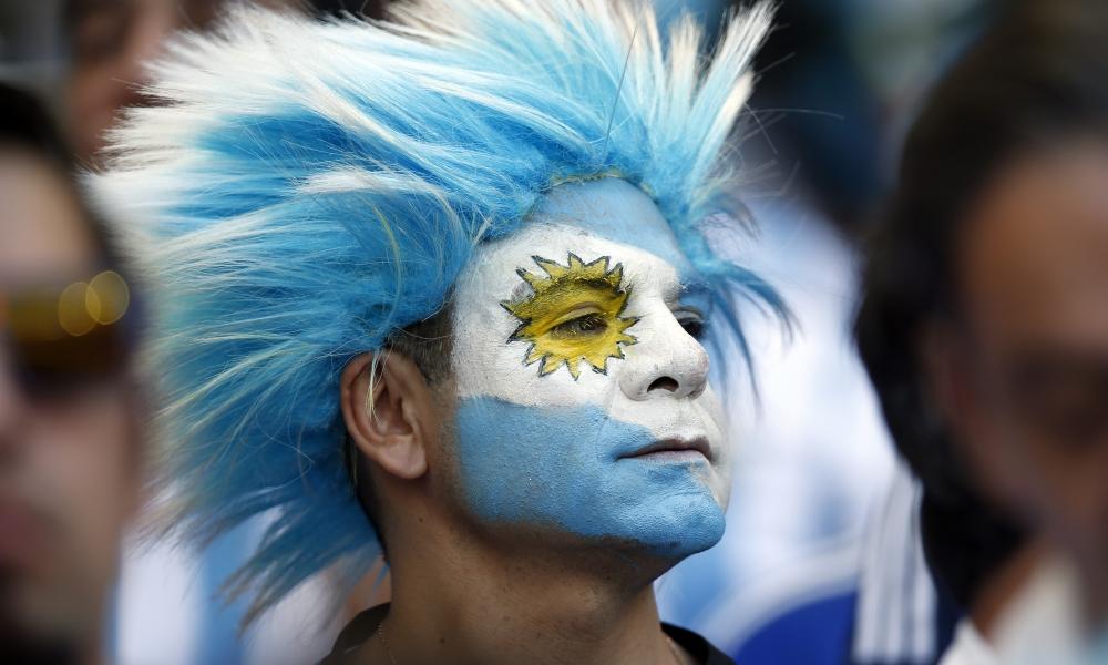 Hinchas Argentinos con cara pintada - 1000x600