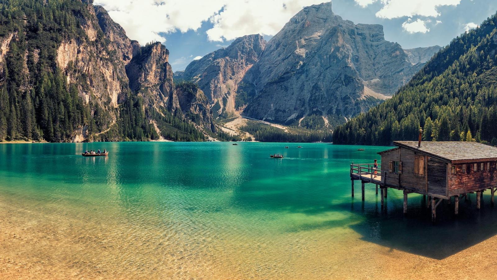 Lago Di Braies de Italia - 1600x900