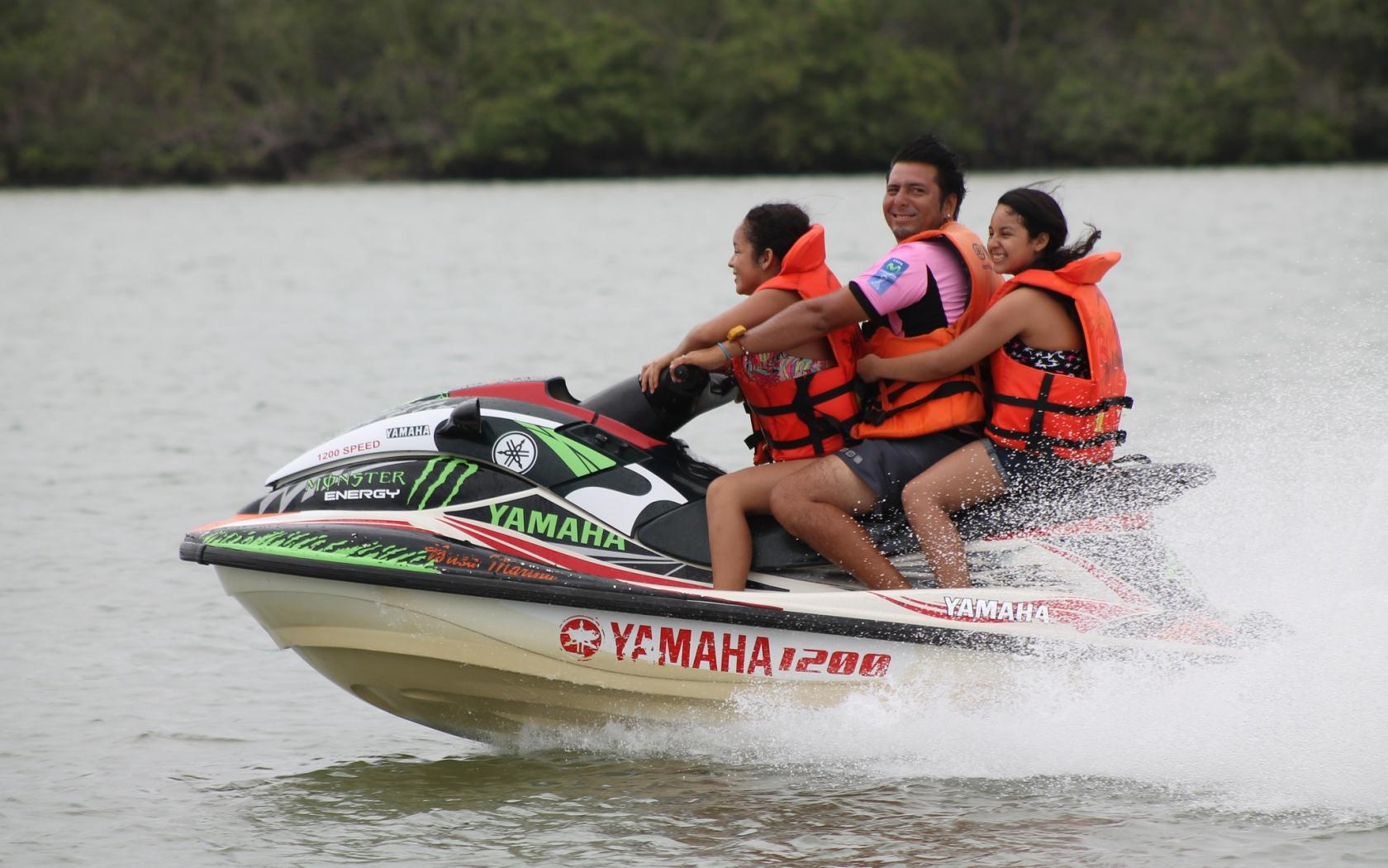 Paseos en motos acuáticas - 1680x1050