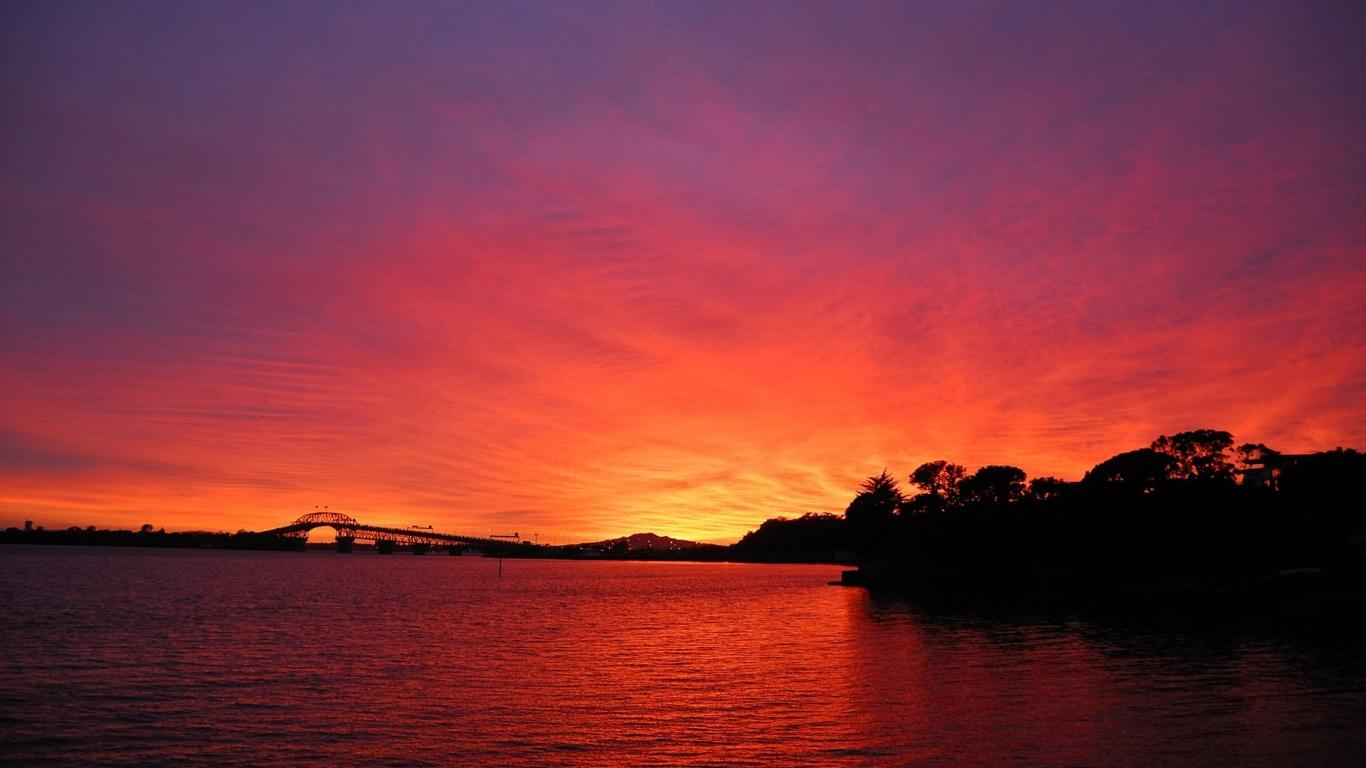 Puesta de sol roja - 1366x768