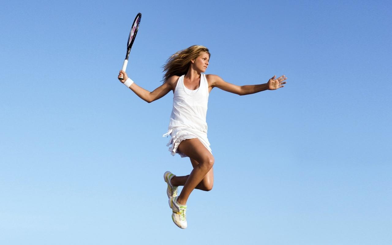 Salto de una bella tenista - 1280x800