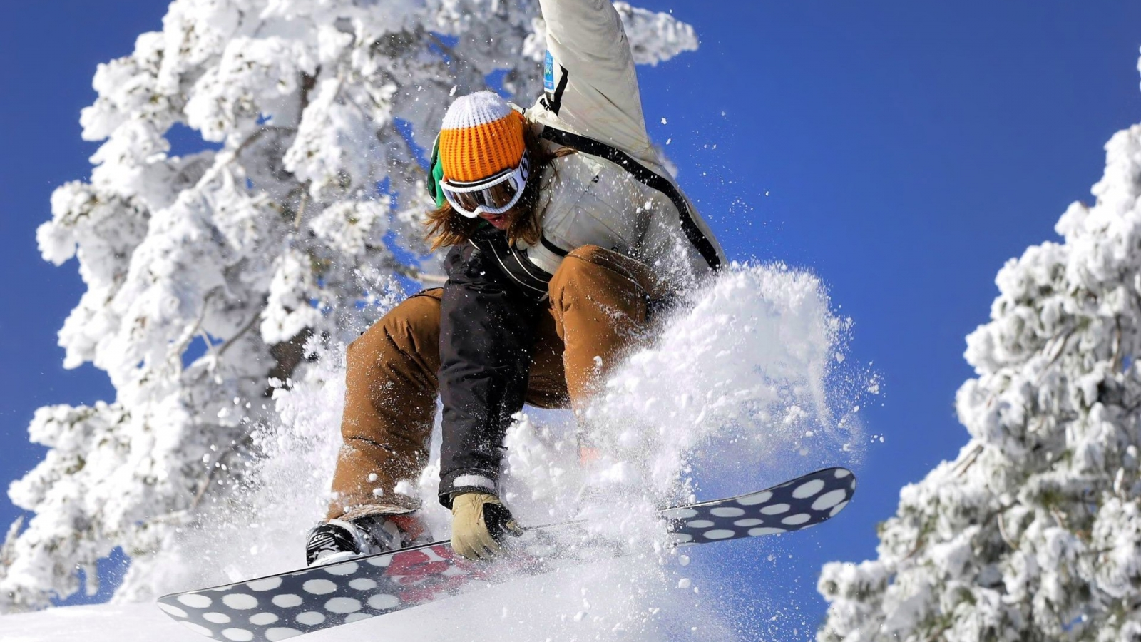 Snowboarding - 1600x900