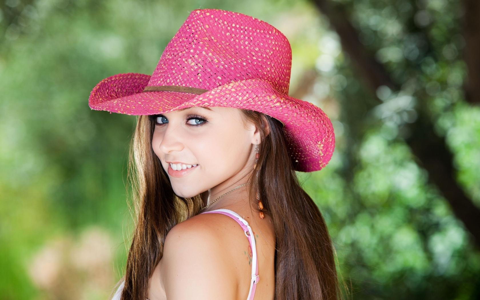 Sombrero rosado - 1680x1050