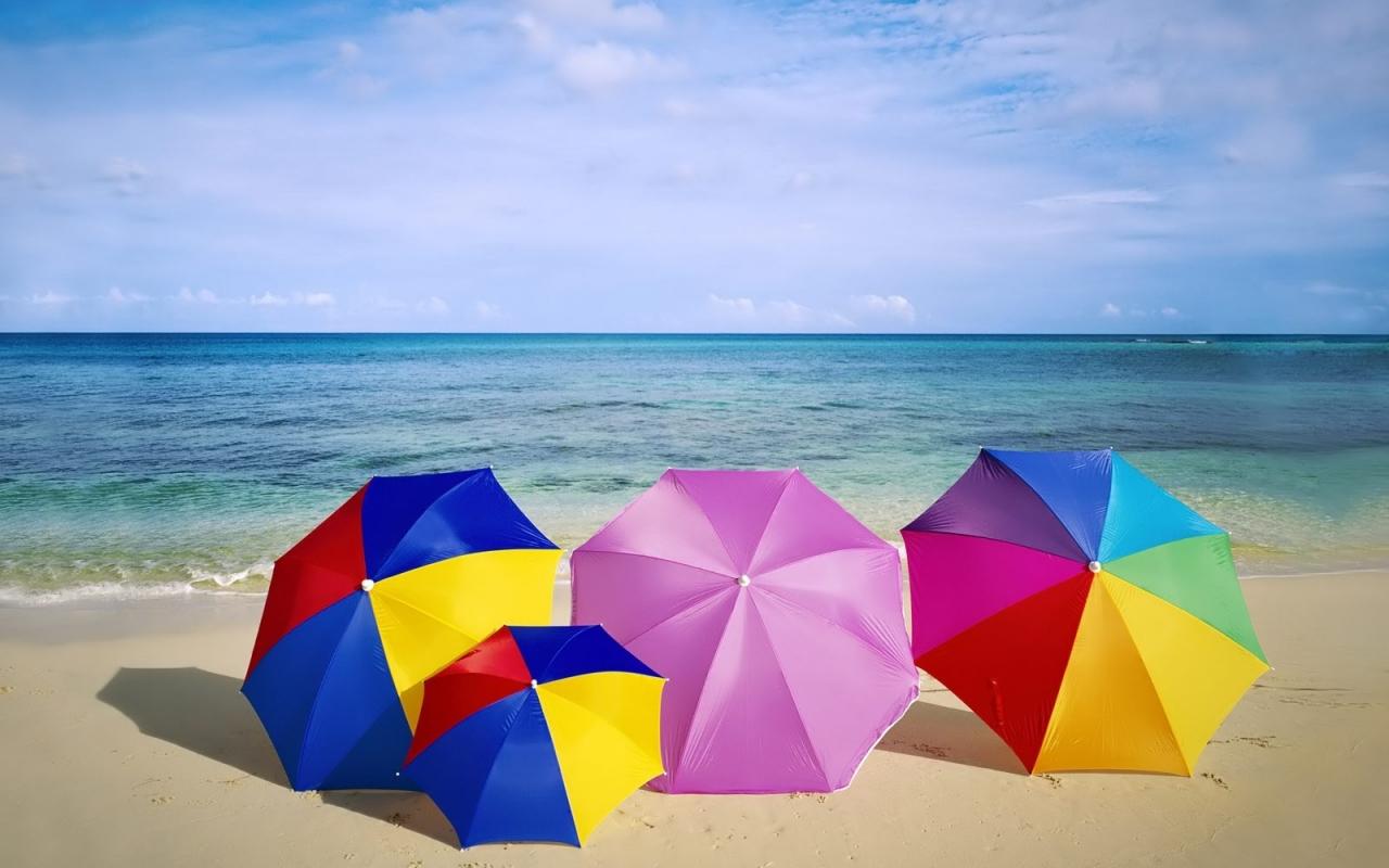 Sombrillas de colores para playa - 1280x800