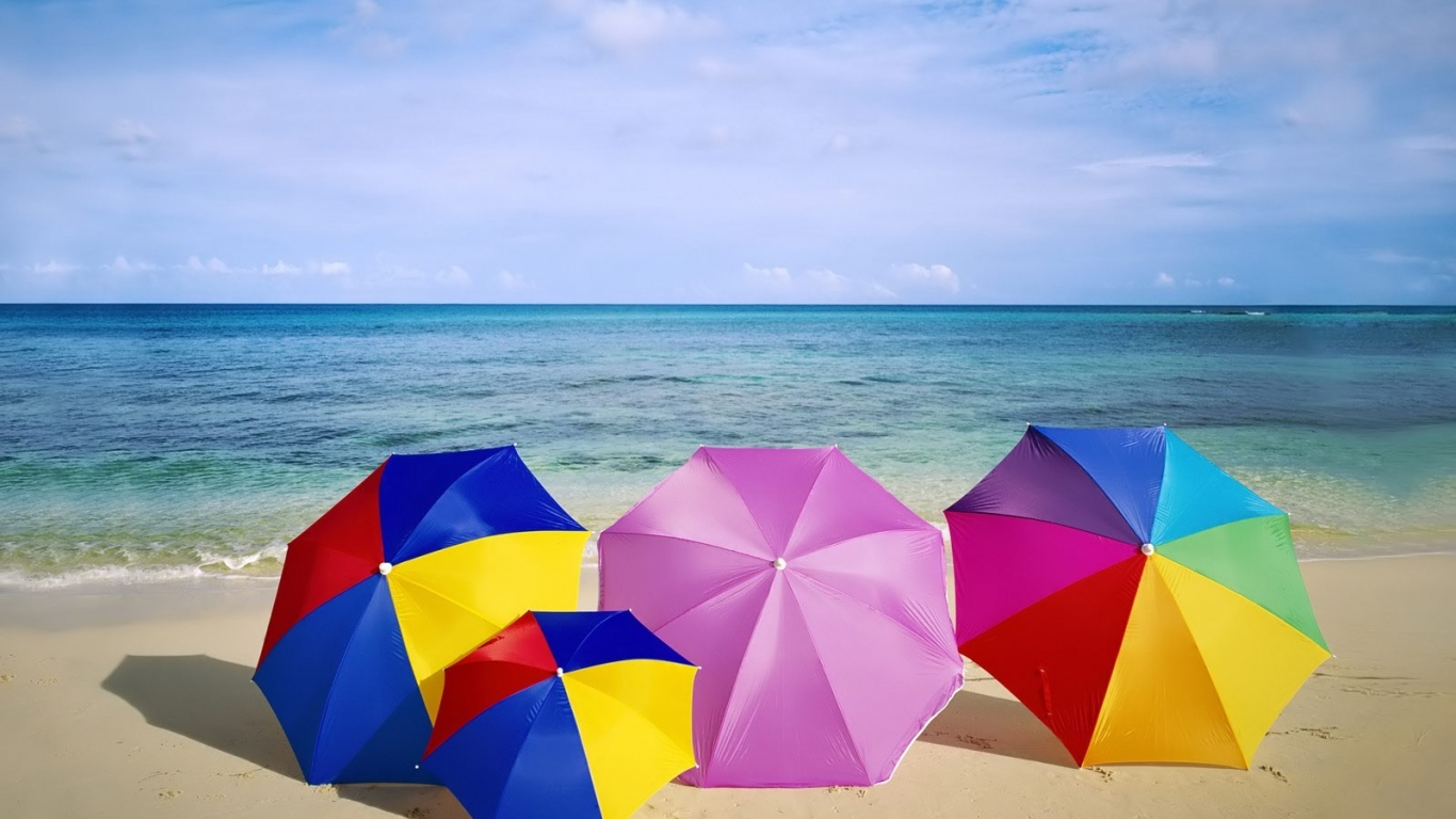 Sombrillas de colores para playa - 1366x768