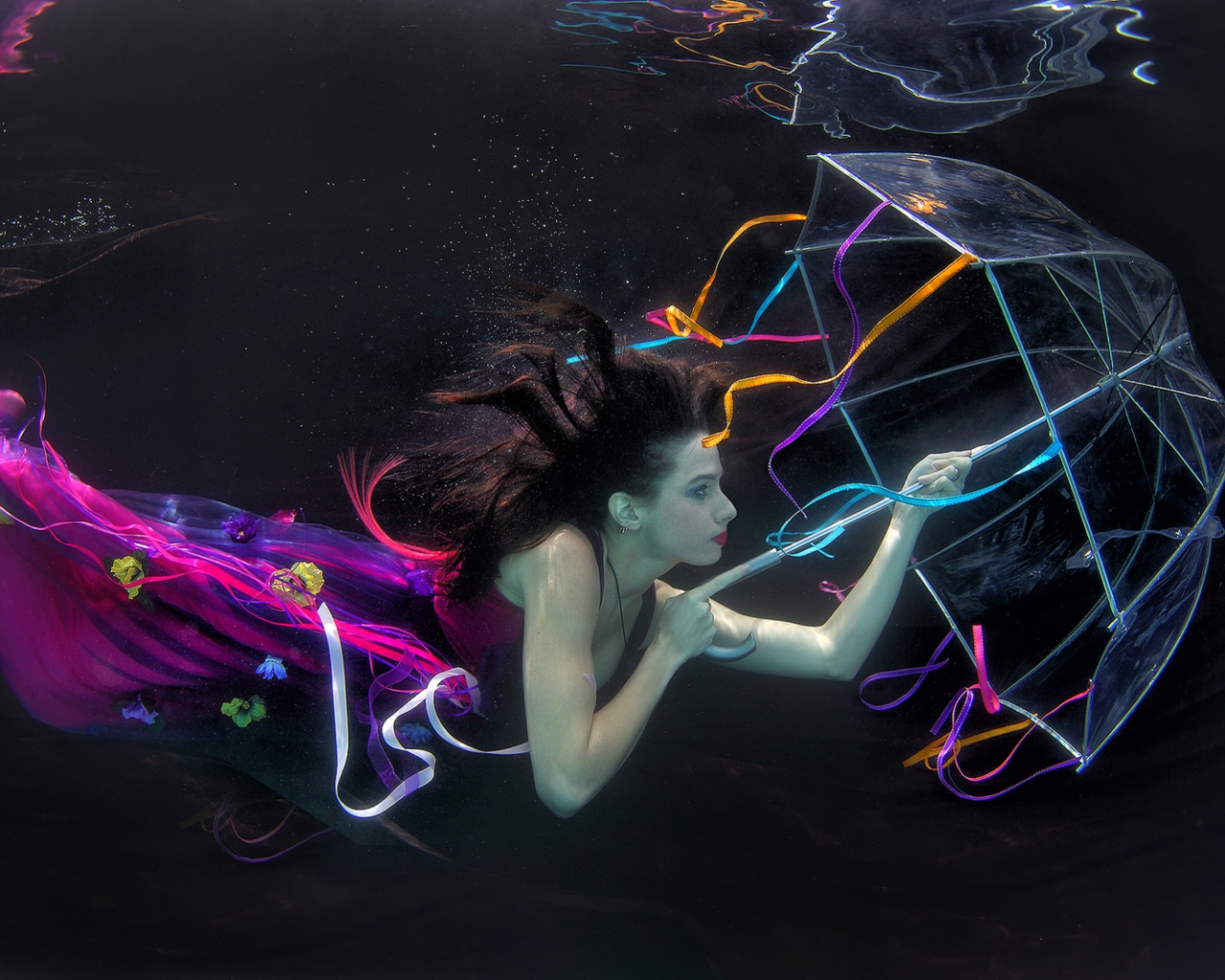 Una mujer bajo el agua - 1280x1024