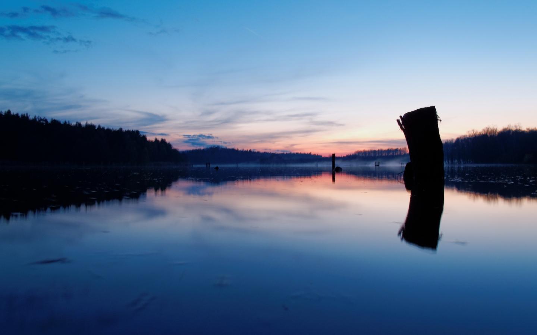 Atardecer en un lago - 1440x900