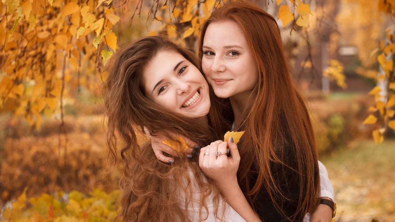 Bellas chicas pelirrojas - 1366x768