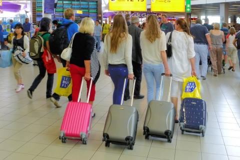 Bellas rubias en el aeropuerto - 480x320