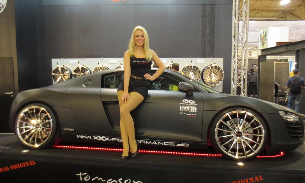 Bellas rubias y autos - 1000x600