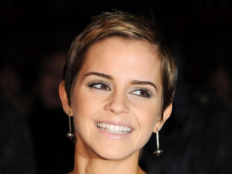 Emma Watson con una bella sonrisa - 800x600
