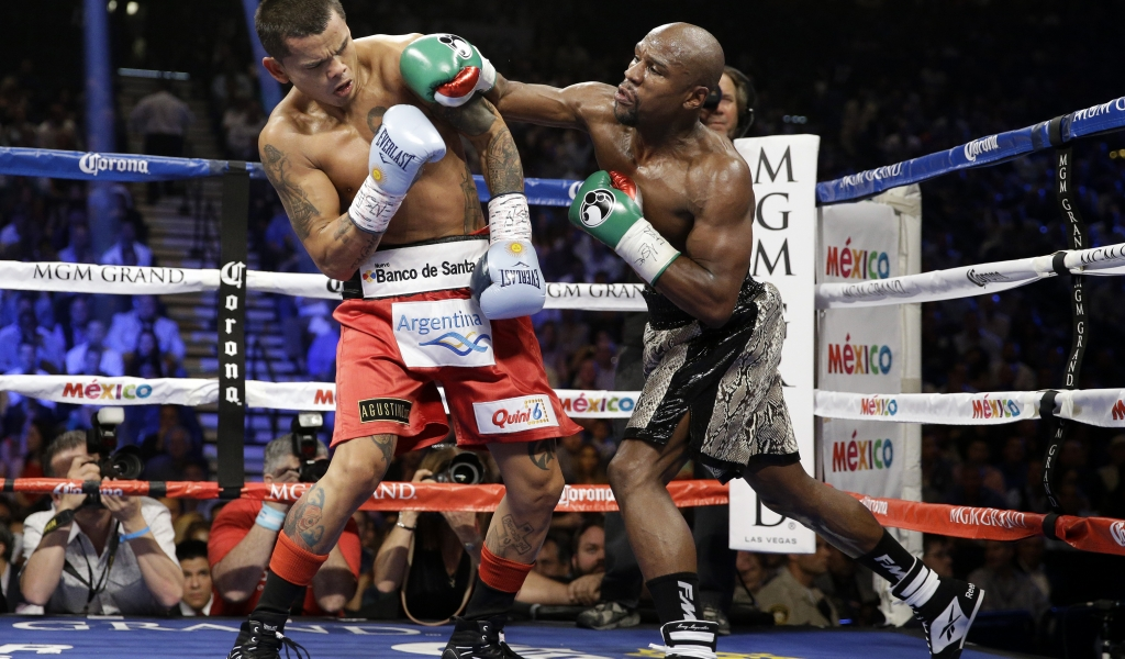 Floyd Mayweather peleando - 1024x600