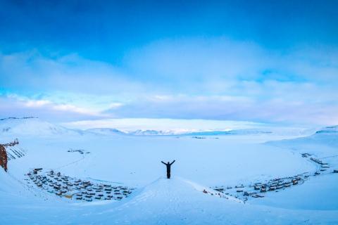 Hombre en la nieve - 480x320