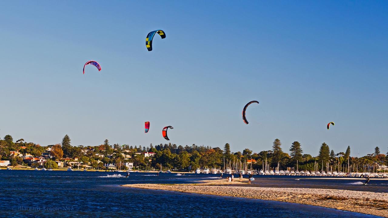 KiteSurf en la playa - 1280x720