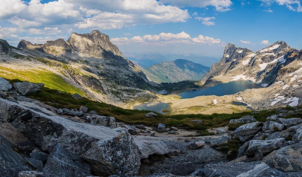 Panorámica de Montañas y lagos - 1024x600