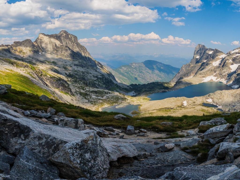 Panorámica de Montañas y lagos - 1024x768