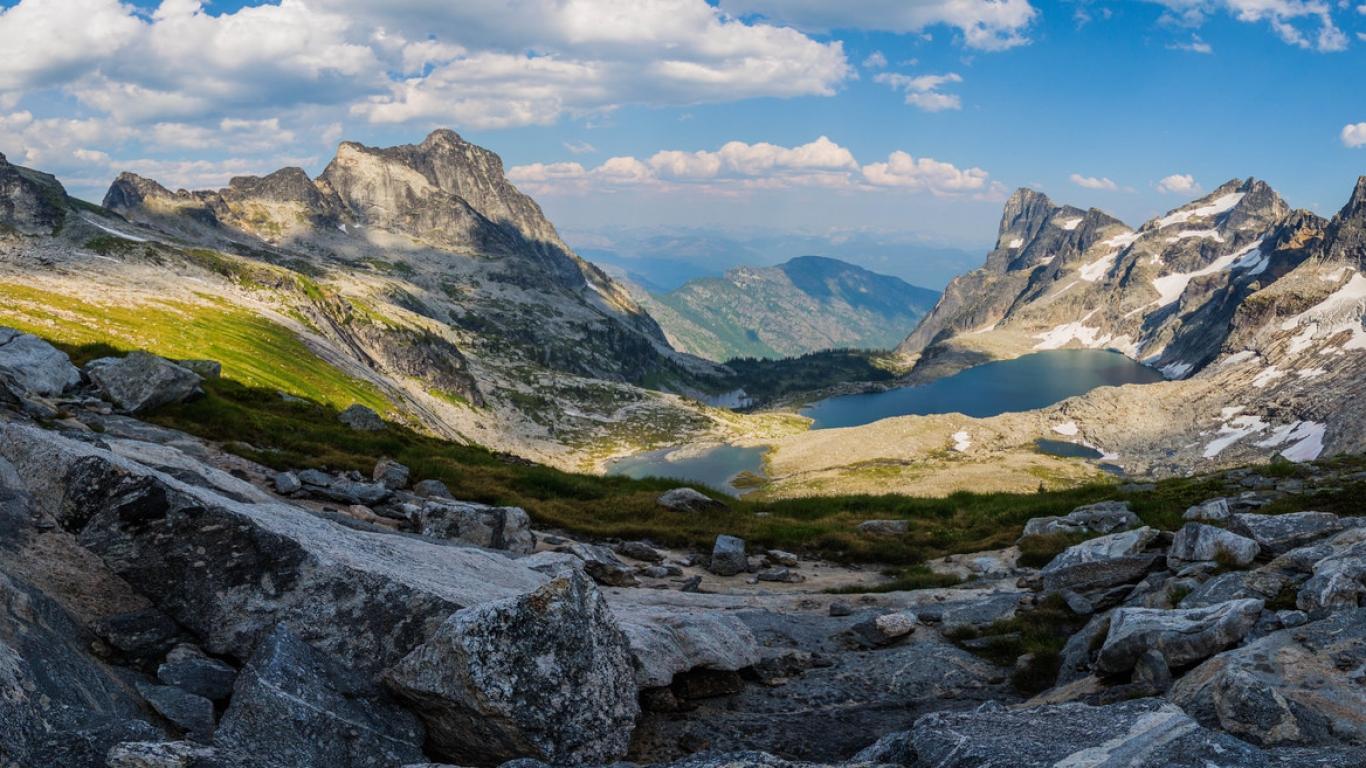 Panorámica de Montañas y lagos - 1366x768