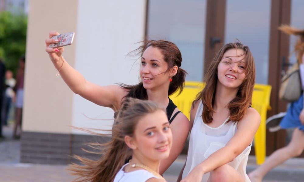 Selfie de chicas bellas - 1000x600