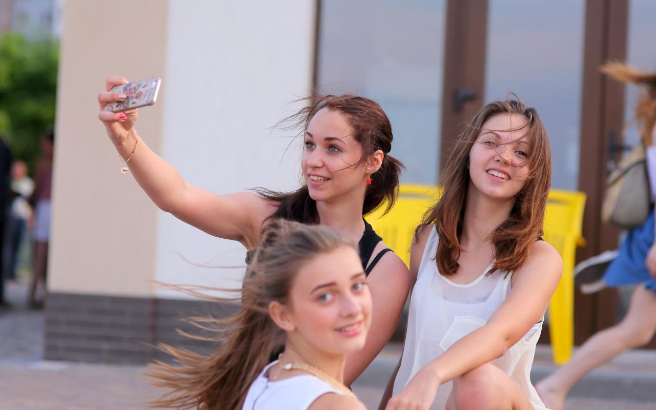 Selfie de chicas bellas - 1280x800