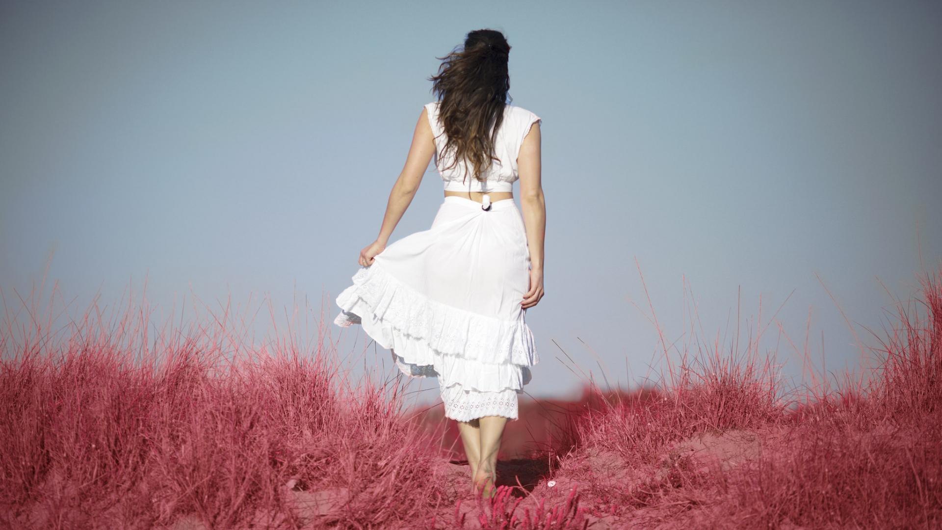 Una chica de espaldas - 1920x1080