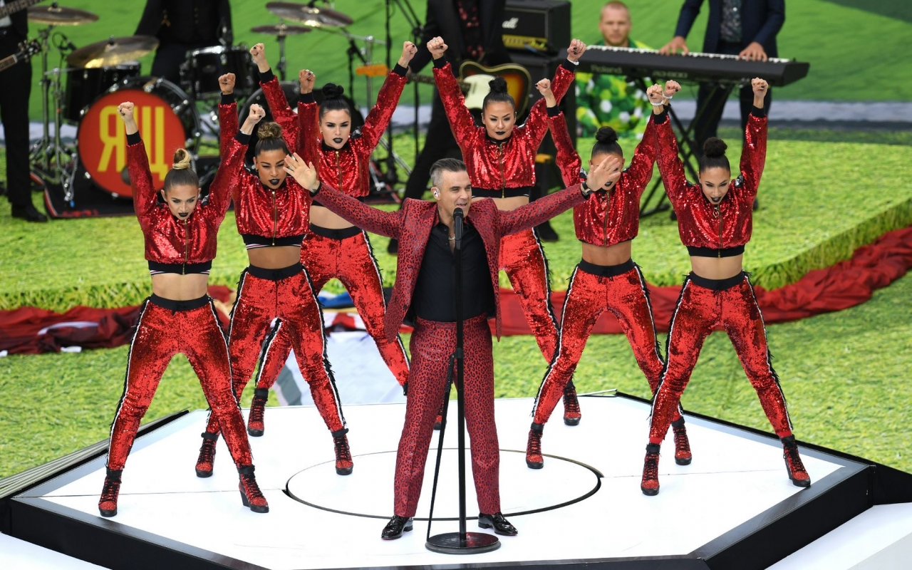 Robbie Williams cantando - 1280x800